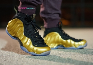 nike-air-foamposite-one-gold-on-feet-images-03